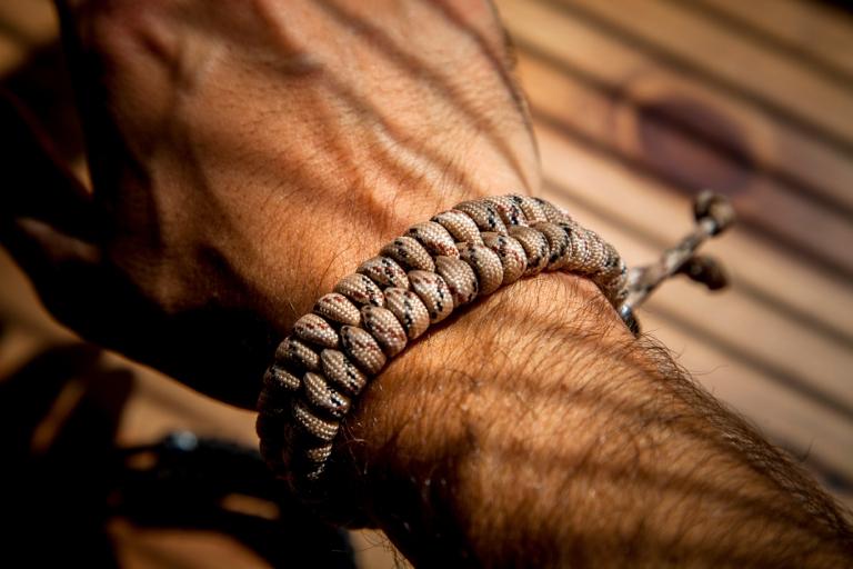 friendly swede paracord bracelet