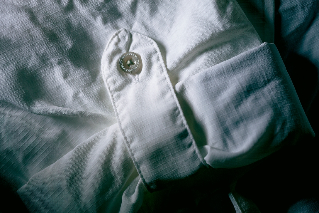Military style buttons for your rolled sleeves keep the shirt looking neat, all day long.